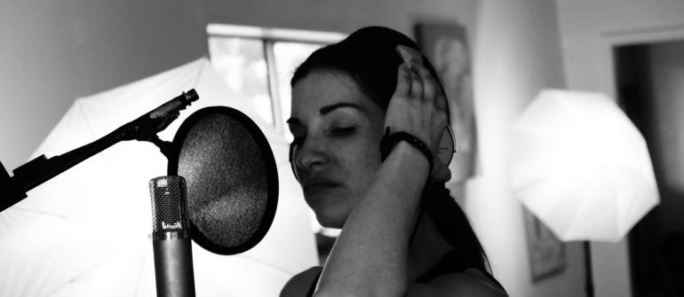¿Qué es el doblaje de voz? ¿Qué es el voice-over?
